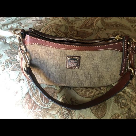 Dooney & Bourke Handbags - Dooney and Bourke purse